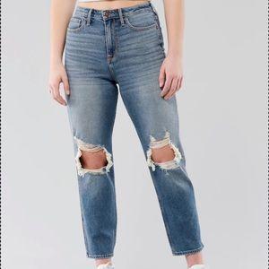 NWT   Hollister   Curvy Ultra High Rise Mom Jeans